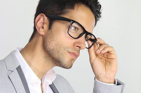 1 pár fényre sötétedő lencse szemüvegkerettel