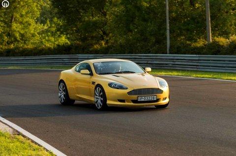 Száguldj egy Aston Martin DB9 autóval Örkényben!