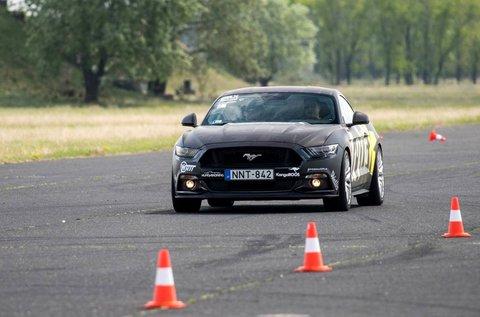 Ford Mustang GT izomautó vezetés Kiskunlacházán