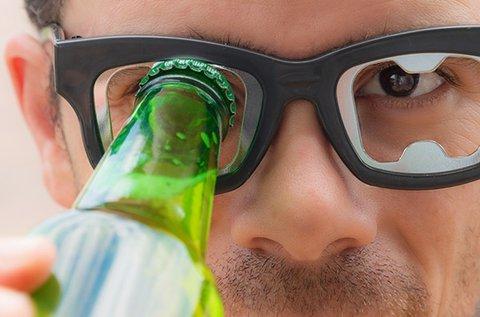 Szemüveg formájú üvegnyitó