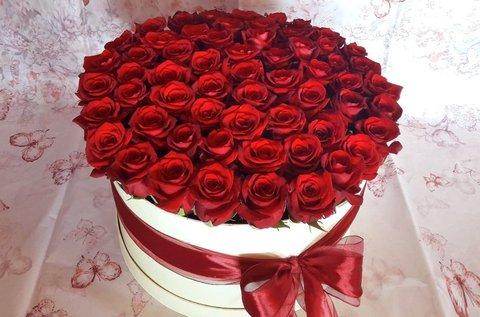 Rózsabox 30-40 szál rózsával