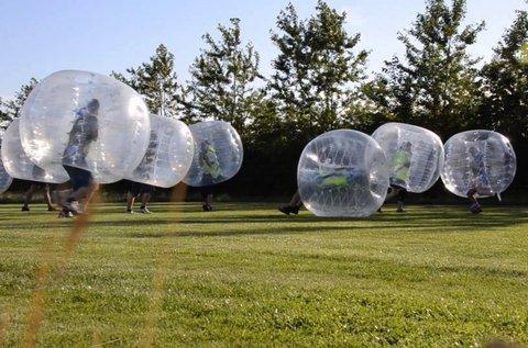 Buborékfoci pályabérléssel és felszereléssel