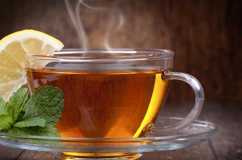 2 pohár meleg tea 2 db házi melegszendviccsel