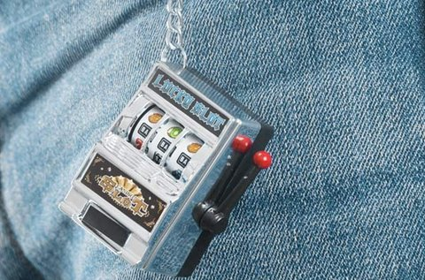 Gadget and Gifts játékgép kulcstartó