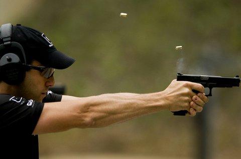 85 lövés választható kis- és nagykaliberű fegyverrel