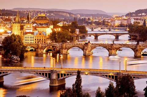 Buszos kirándulás Prágába és Pozsonyba