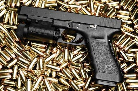 60 lövés 4 ismert fegyvermárkával 1 főnek