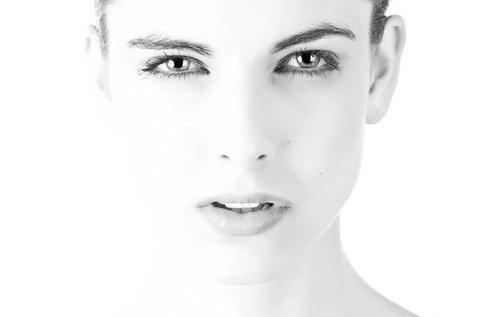 3 alkalom mikrodermabrázió a megújult arcbőrért