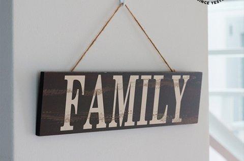 Vintage Coconut dekoratív tábla Family felirattal