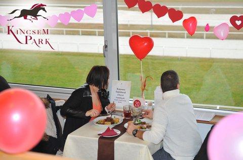 Valentin-nap a Kincsem Parkban 2 fő részére