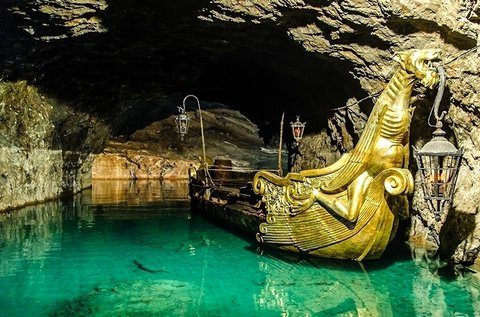 Buszos kirándulás a Bécs melletti tavasbarlanghoz
