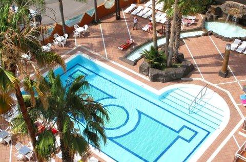 8 napos nyaralás a Malgrat de Mar strandjánál
