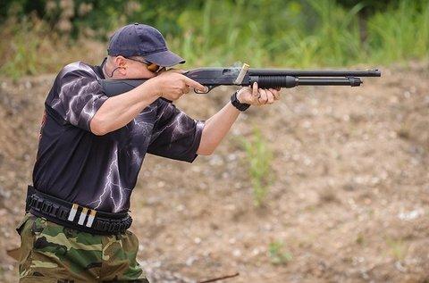 60 lövés 12 különböző fegyverrel több pályán