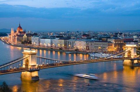Sétahajózás Budapest szívében idegenvezetéssel