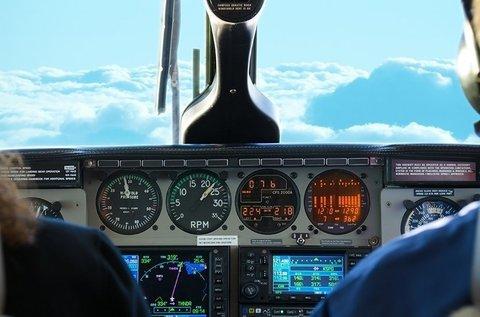 1 órás repülőgép szimulátorozás