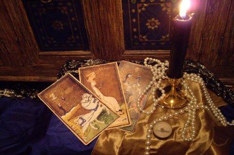 Jóslás tarott, cigány, osho és angyal kártyával