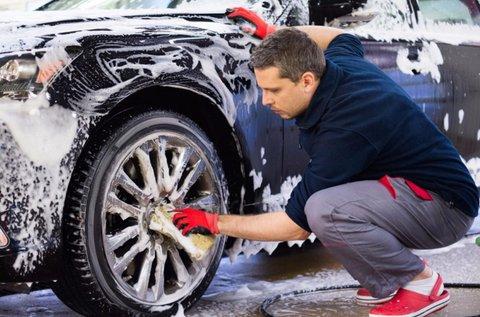 Külső-belső komplett autómosás polírozással
