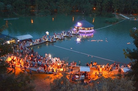 Pihenjetek és strandoljatok a Gyömrői-tó partján!