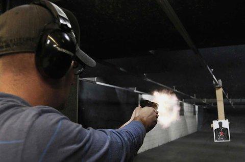 60 lövés 9 mm-es fegyverrel és pisztollyal