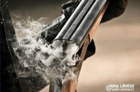 3x15 lövés 9 mm-es fegyverrel