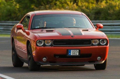 4 körös Dodge Challenger SRT izomautó vezetés