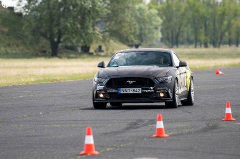 Ford Mustang GT izomautó vezetés Örkényben