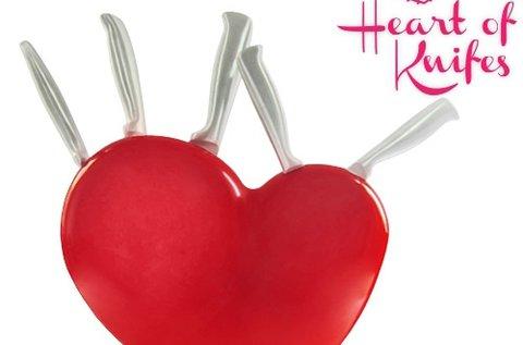Késkészlet szív alakú késtartóval