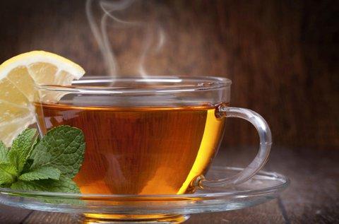 2 pohár meleg tea + 2 db házi melegszendvics