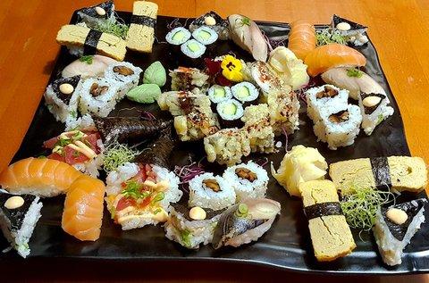 40 db-os Sakura sushi set menü 2 fő részére