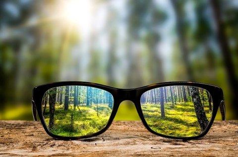 Normál lencsés szemüveg kerettel, szemvizsgálattal
