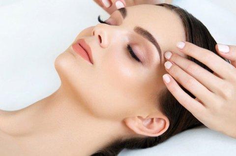 Ragyogó tiszta arcbőr hidroabrázióval
