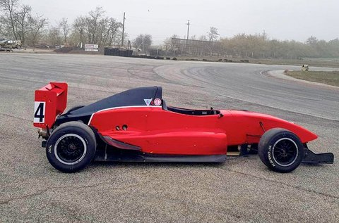 Szaggasd fel az aszfaltot Formula Renault 2.0-val!