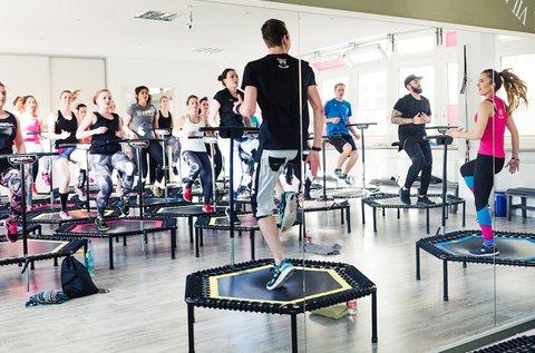 60 perces JumpingFit edzés speciális trambulinnal