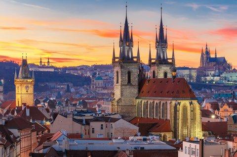 Sétáljatok Prága középkori kőhídján!
