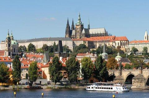 Sétáljatok a romantikus Prága városában!