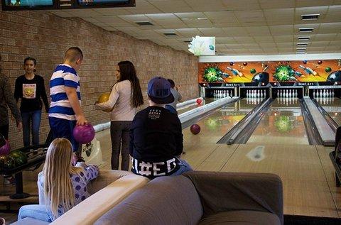 1 óra bowlingozás max. 6 fő részére