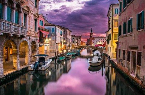 Gondolázzatok a lagúnák között, Velencében