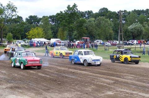 Száguldj egy Trabanttal és 1 választható autóval!