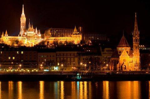 Romantikus éjszakai sétahajózás a Dunán