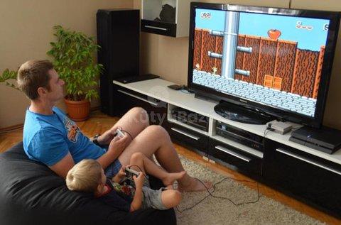 Retro videojáték konzol hálózati adapterrel