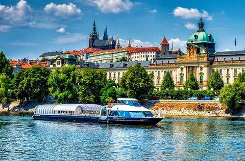 Buszos út Prágába és Karlovy Vary-ba, hajózással