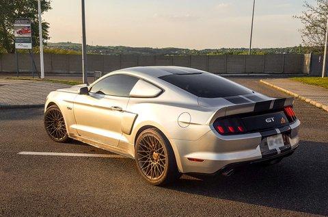 Hasíts egy 2016-os Ford Mustang autóval 3 körön át!