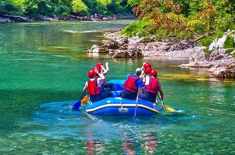 Élménydús raftingolás a szlovéniai Soca-folyón