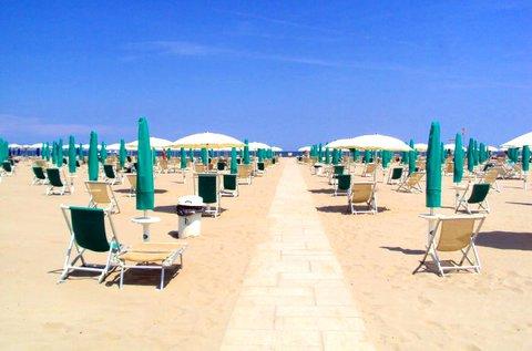 1 hét strandolás az olasz Adrián 4+1 főnek