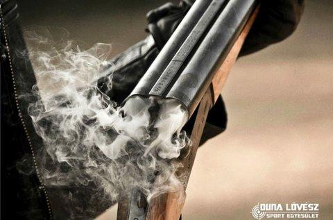 45 lövés 9 mm-es fegyverrel Ráckevén