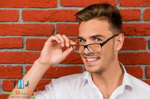 Komplett fényre sötétedő dioptriás szemüveg