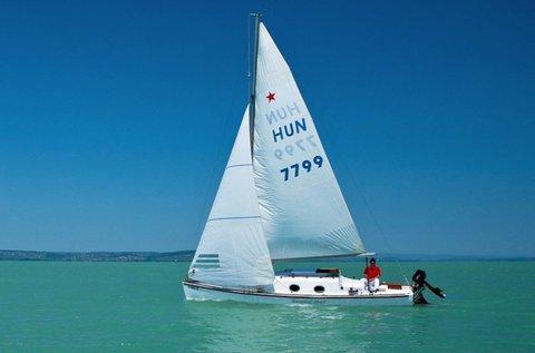 2 órás vitorlázás a Balatonon hajóskapitánnyal