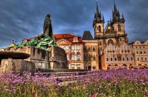 Kora őszi séta Prágában buszos utazással