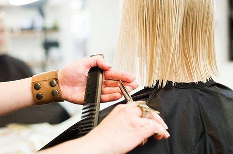 Frissítő hajvágás töredezett hajvég eltávolítással