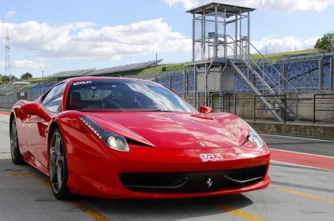 2 körös Ferrari 458 Italia vezetés a Hungaroringen